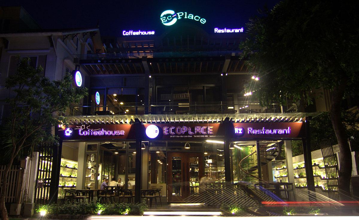 Ecoplace: Nhà hàng và Tiệm cà phê mặt hồ với lối kiến trúc đương đại.